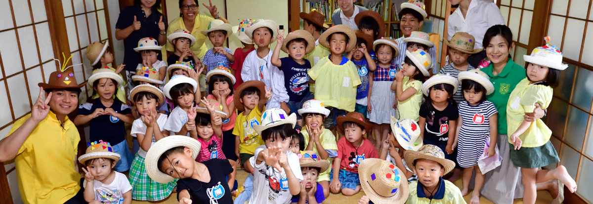 サマープログラムを楽しむ園児たち